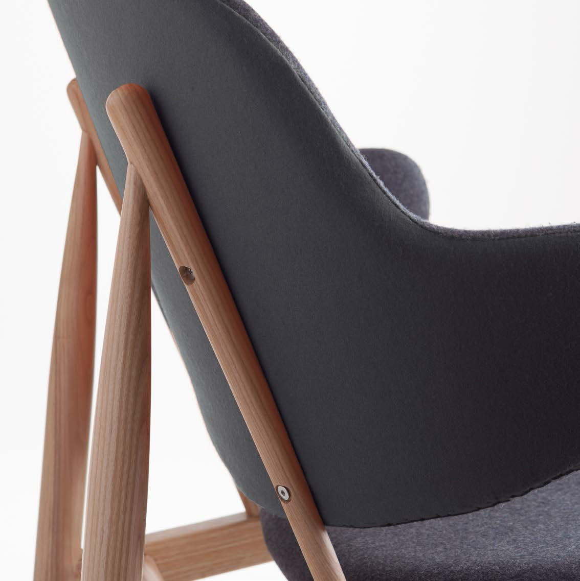 Sillon nordico vintage madera fresno tela gris