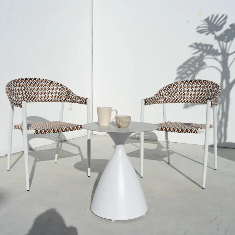 Conjunto Nadia mesa auxiliar blanco y 2 sillas biscuit