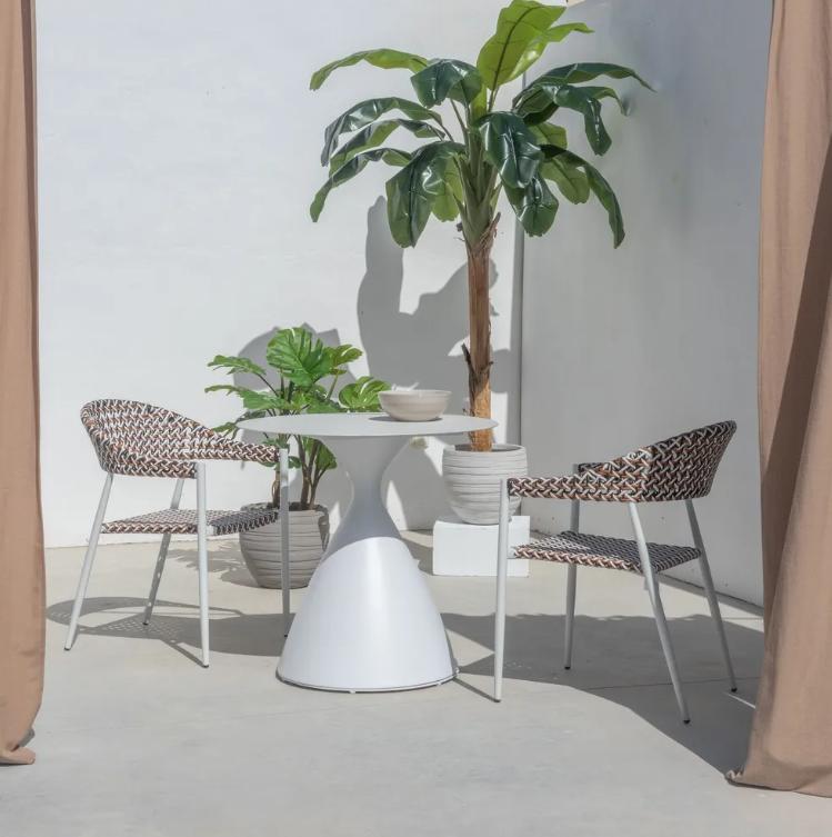 Conjunto Nadia mesa de comedor blanco y 2 sillas biscuit