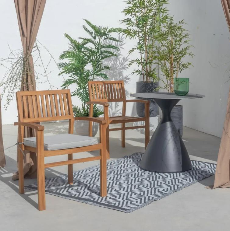 Conjunto Nadia mesa comedor de aluminio y 2 sillones apilables de madera
