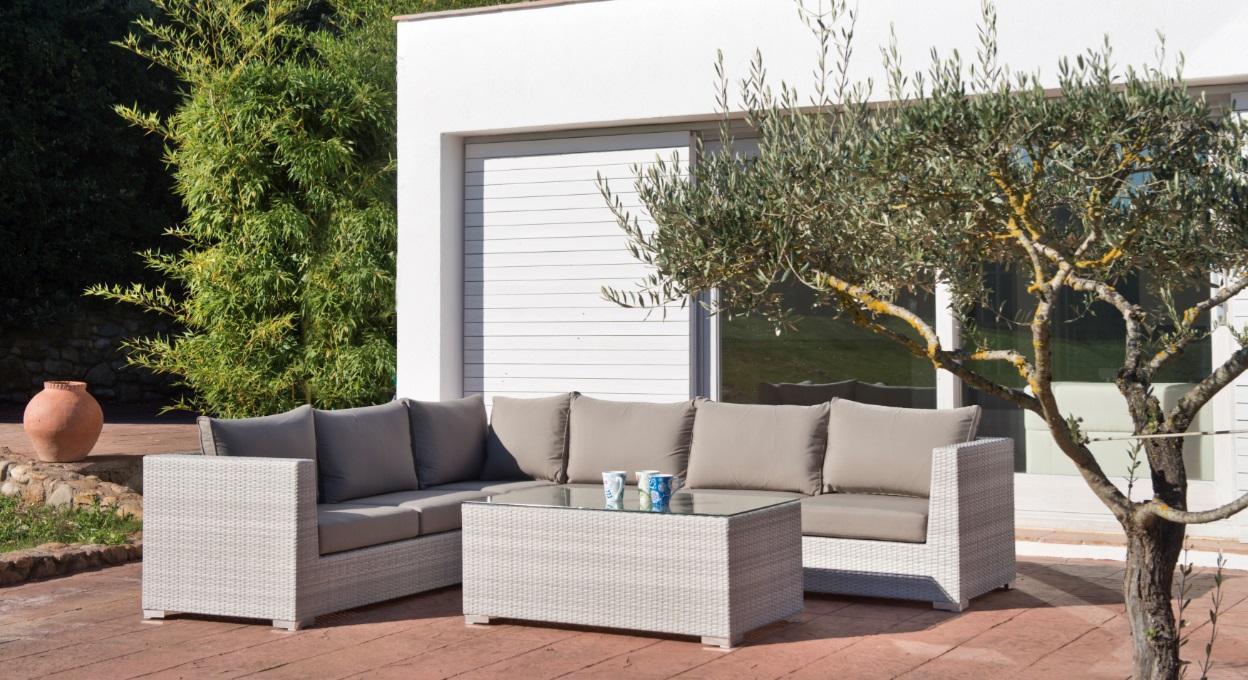 Sofa modular esquinero de jardin alisa ratan blanco piedra cojines taupe