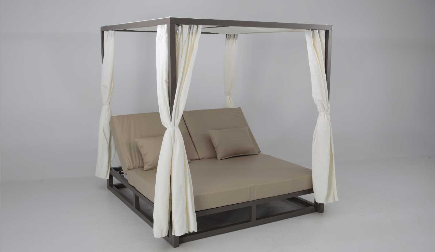 Cama balinesa aluminio marron tapizado nautico beige